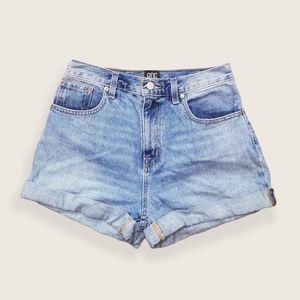 BDG Mom High Rise Denim Shorts Light Wash Size 29